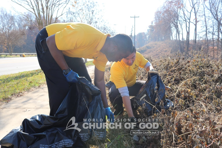 world-mission-society-church-of-god-mother's-street-cleanup-north